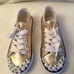 Shoes   Girls Gold Gym   Poshmark